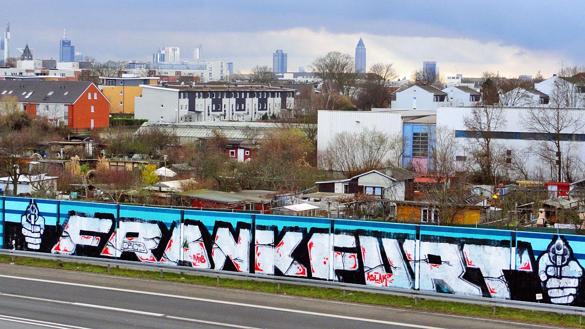FRANKFURT-Graffiti-Schriftzug mit Händen mit Knarren