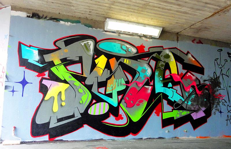 GRAFFITI IN FRANKFURT – HALL OF FAME RATSWEGKREISEL - PINE 43