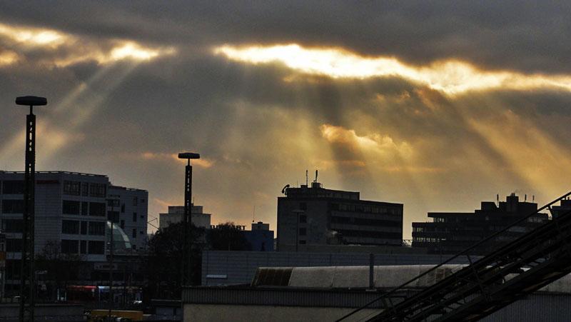 Frankfurt, Wolken und Sonnenstrahlen