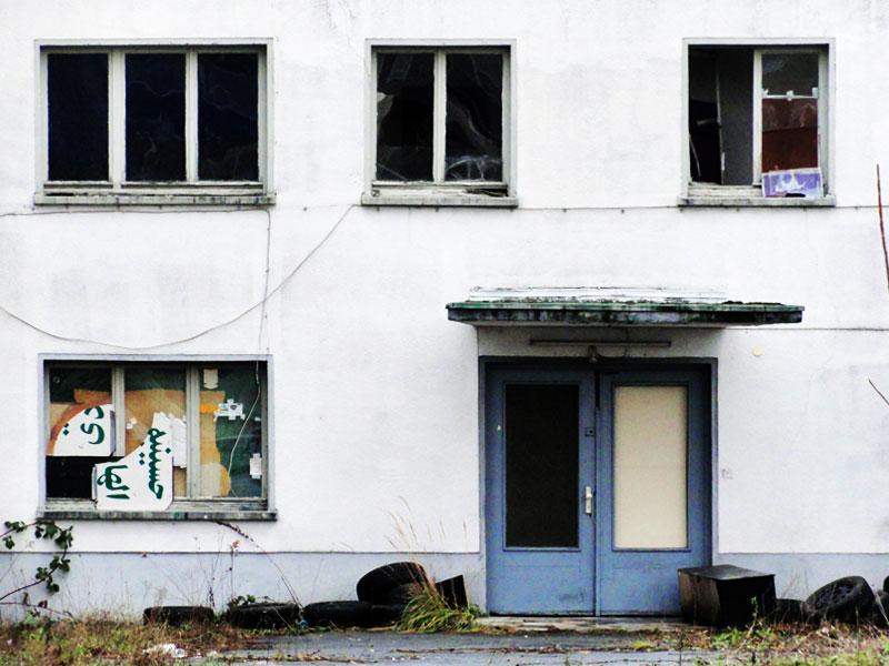 Stillleben: Fenster und Reifen