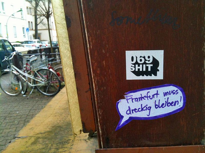 Street Art & Graffiti in Frankfurt am Main - O69 SHIT , FRANKFURT MUSS DRECKIG BLEIBEN