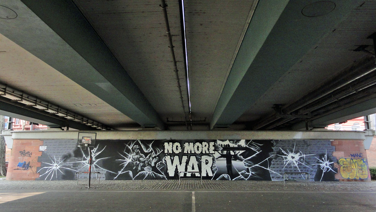 Graffiti in Frankfurt - NO MORE WAR