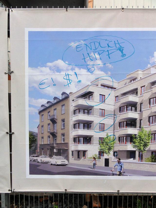 """""""Endlich hipp!"""" - Kommentar auf Bauprjoekt-Werbeplane im Ostend"""