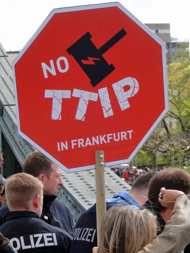 No-TTIP-Demo-in-Frankfurt-Foto-1
