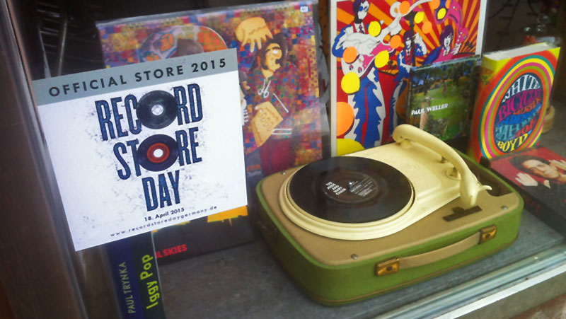 RECORD STORE DAY 2015 (Schaufenster LADEN 100 / Memphis Records in Frankfurt)