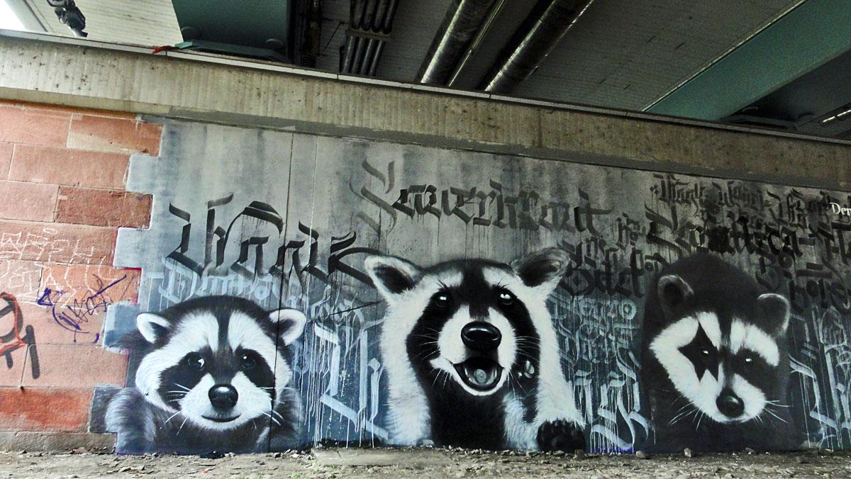 Neu bemalte Graffiti- Wand an der Friedensbrücke in Frankfurt am Main.