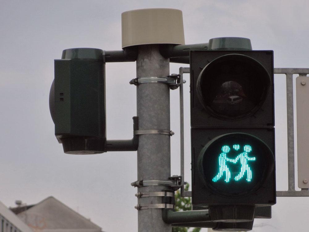 Gleichgeschlechtliche Paare zum CSD an Ampeln an der Konstablerwache