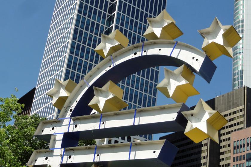 euro-skulptur-frankfurt-renovierung-2