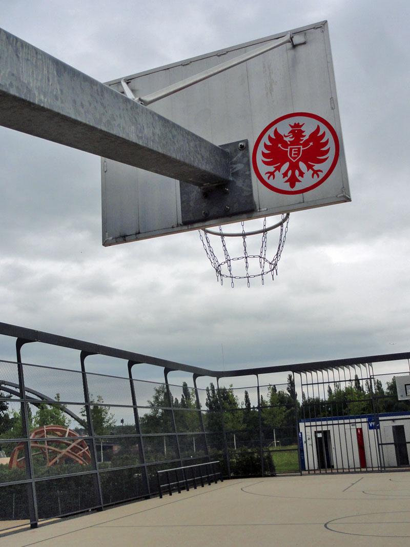Hafenpark in Frankfurt, Basketballfeld