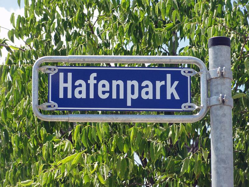 Hafenpark in Frankfurt, Straßenschild
