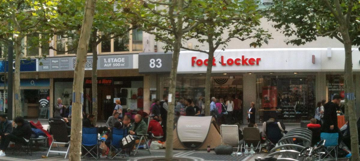 frankfurt-zeil-footlocker-kanye-west-schuhe-camping