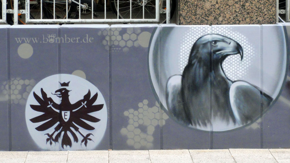 Graffiti vom Bomber am Airport Frankfurt: Eintracht-Wappen und Attila