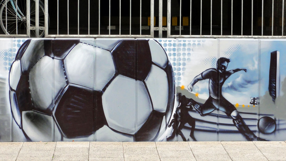 Graffiti vom Bomber am Airport Frankfurt: Fußball