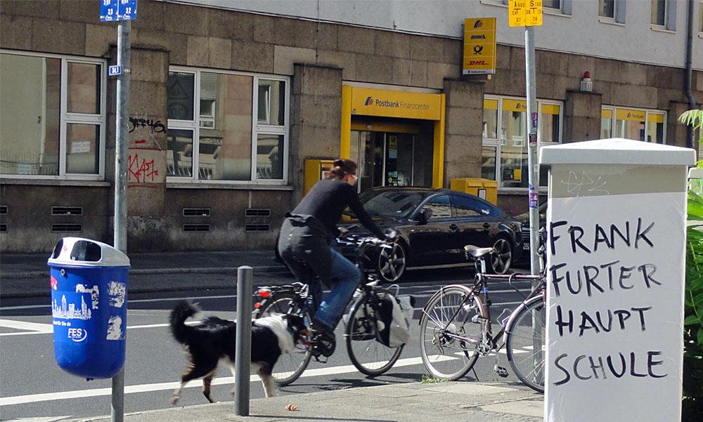 """Plakat in Frankfurt mit Aufschrift """"Frankfurter Hauptschule"""""""