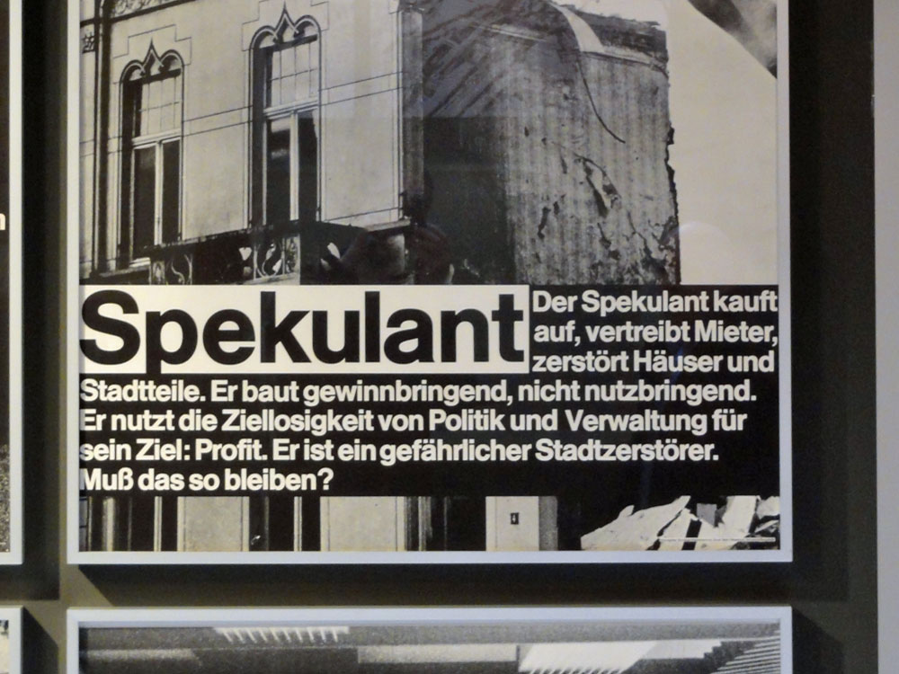 "Plakat im DAM in Frankfurt: ""SPEKULANT""."