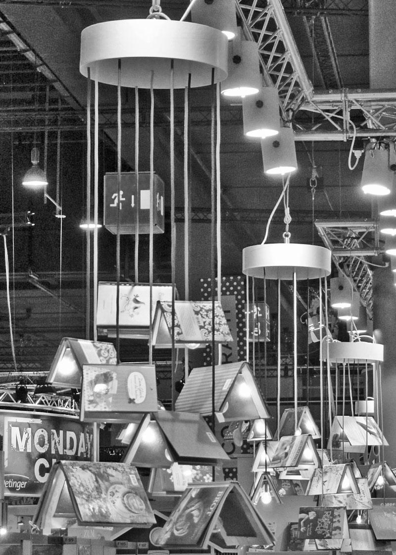 Bücherlampen mal anders gab's auf der Frankfurter Buchmesse 2015