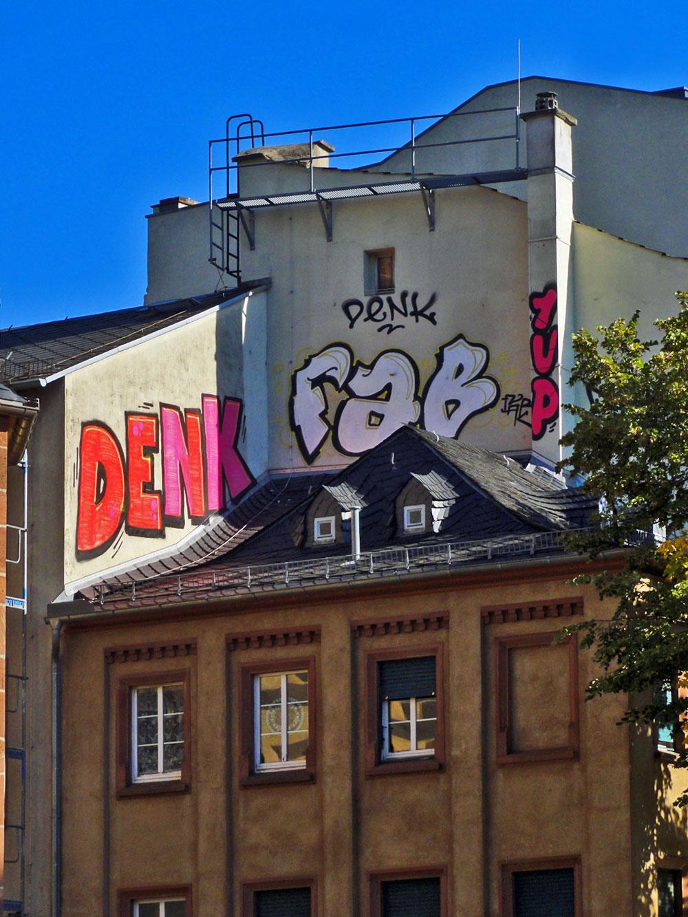 Graffiti in Frankfurt, Rooftop von DENK, FAB und 1UP in der Altstadt