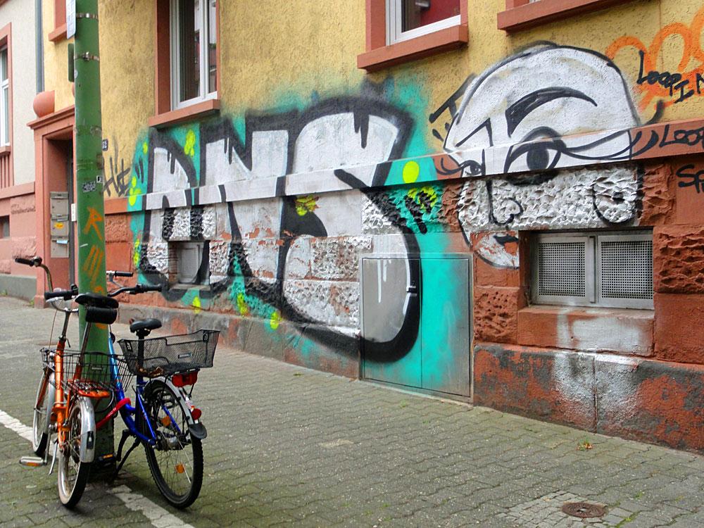 Graffiti in Frankfurt, DNS und LOOPIN im Nordend