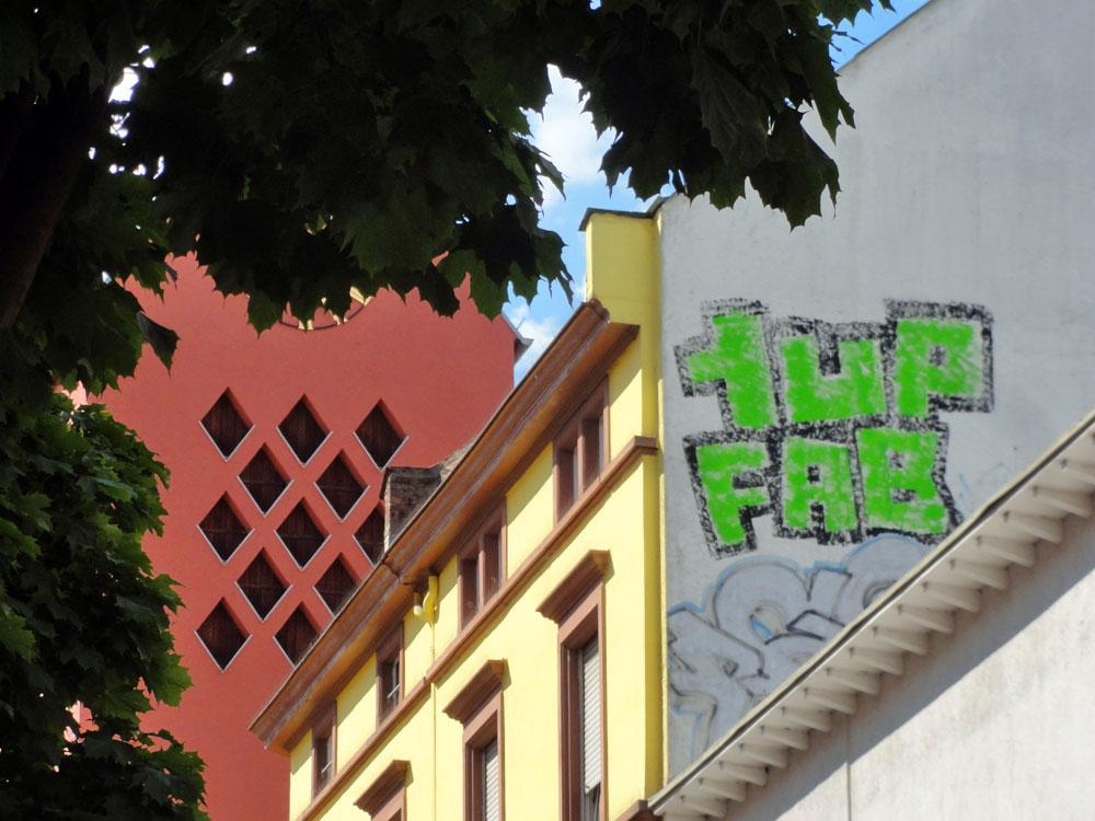 frankfurt-graffiti-rooftop-foto-1up-fab