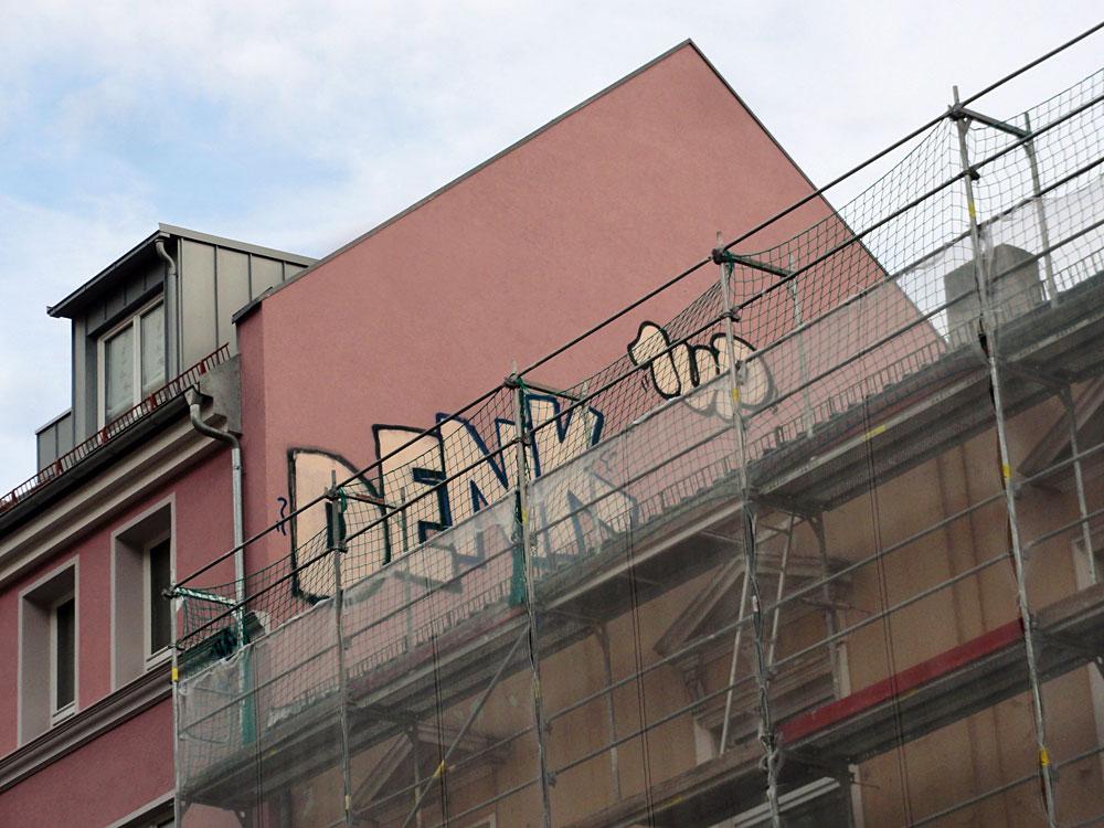 frankfurt-graffiti-rooftop-foto-denk-1up