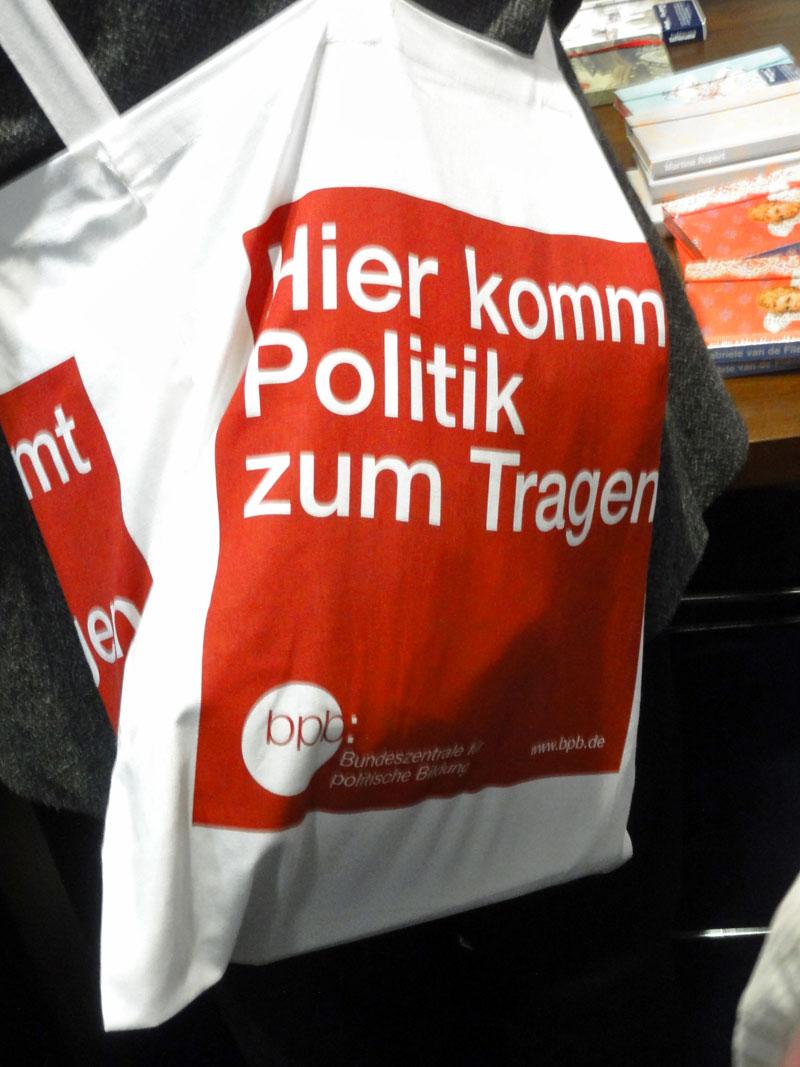 frankfurter-buchmesse-jutebeutel-bundeszentrale-fuer-politische-bildung