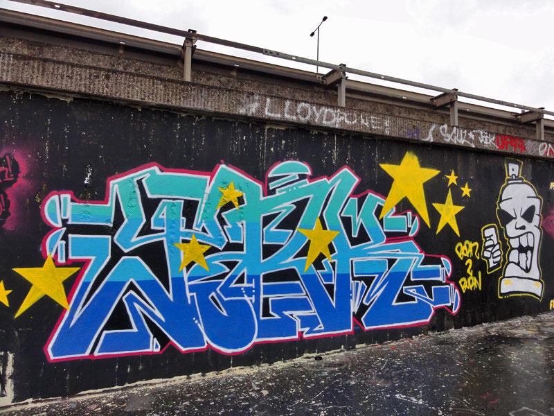 Graffiti an der Unterführung der Kreuzung zur Hanauer Landstraße und dem Ratswegkreisel in Frankfurt