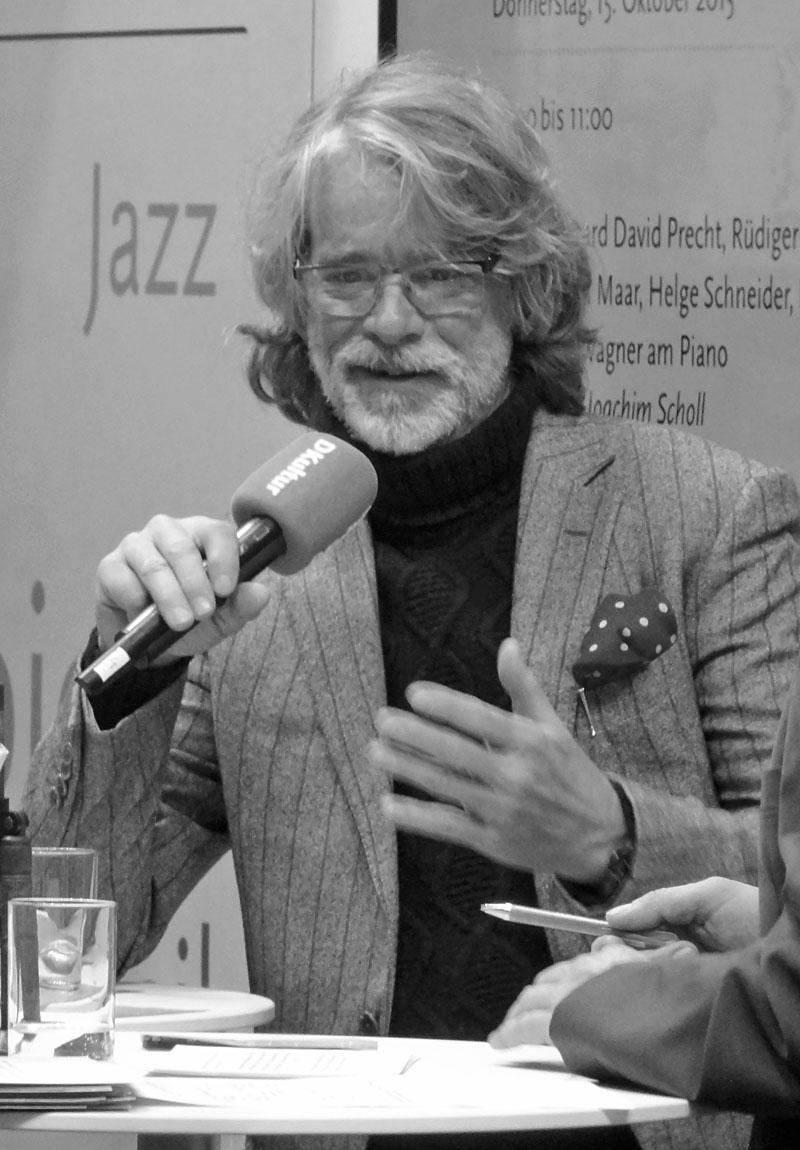 Helge Schneider beim Deutschlandradio-Stand auf der Frankfurter Buchmesse 2015