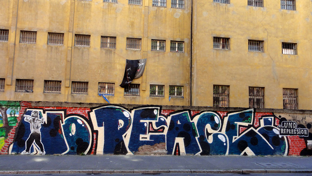 no-justice-no-peace-frankfurt-graffiti