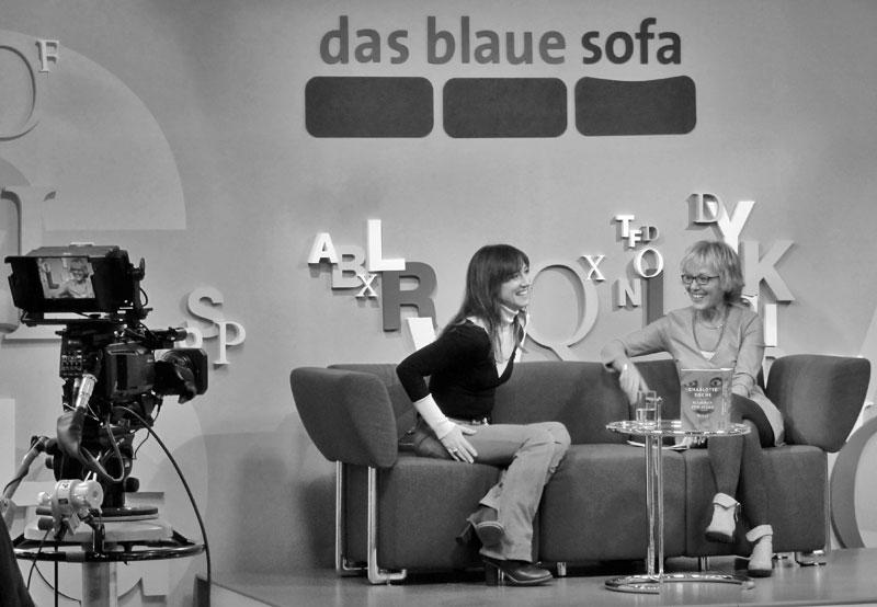 Charlotte Roche auf dem blauen Sofa bei der Frankfurter Buchmesse 2015