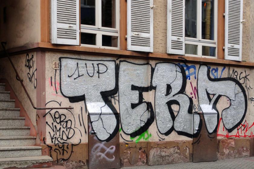 Graffiti von TERA auf der Berger Straße in Frankfurt