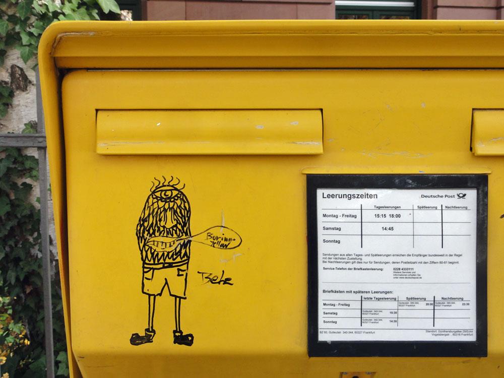 "Briefkasten-Streetart in Frankfurt - ""BELE - BORING YELLOW"""