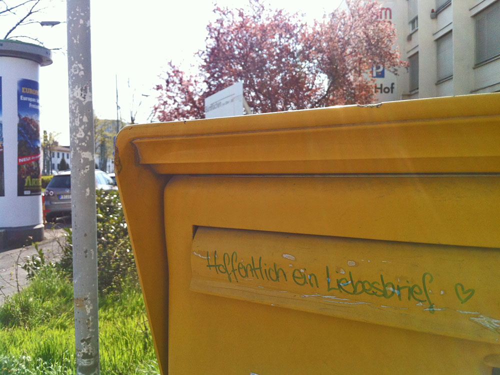 """Briefkasten-Streetart in Frankfurt - """"HOFFENTLICH EIN LIEBESBRIEF"""""""