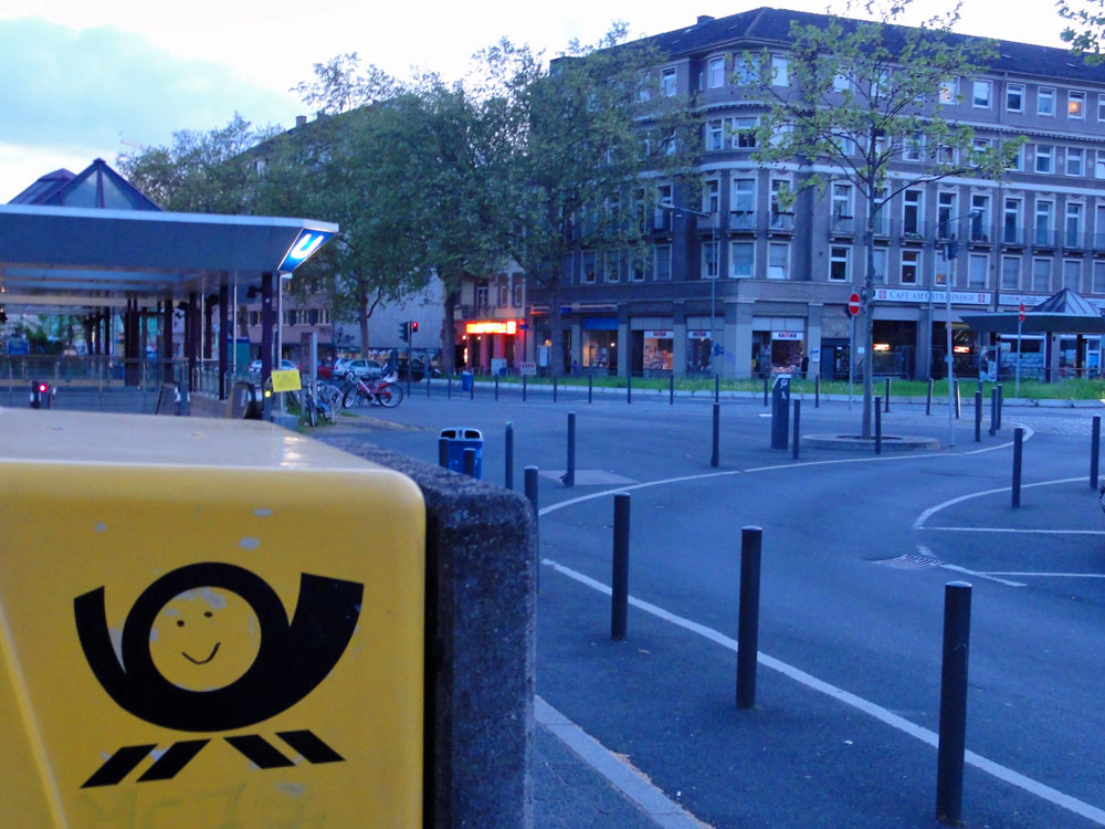 "Briefkasten-Streetart in Frankfurt - ""SMILEY"""