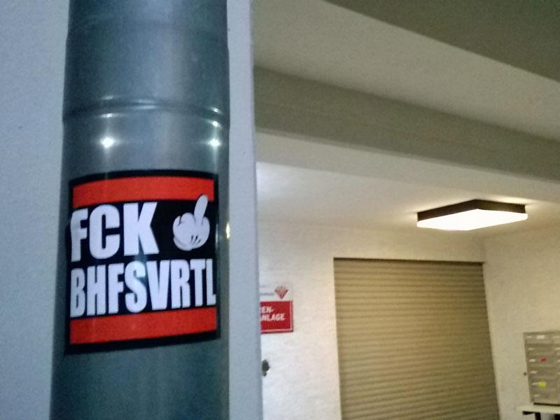 aufkleber-frankfurt-streetart-fck-bhfsvrtl