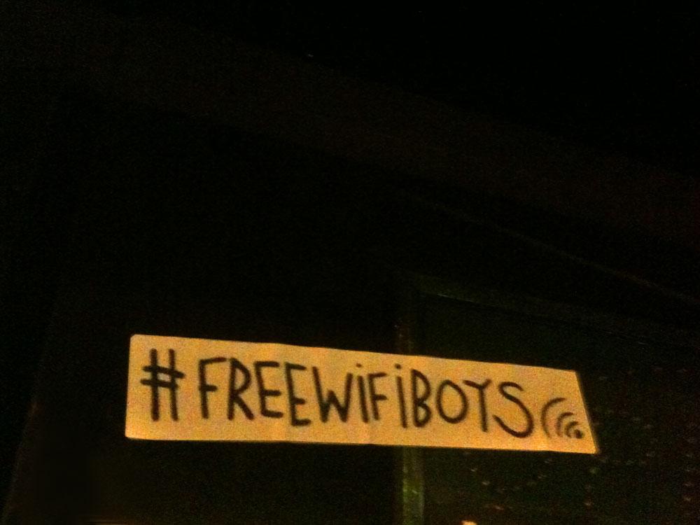 aufkleber-streetart-frankfurt-free-wifi-boys