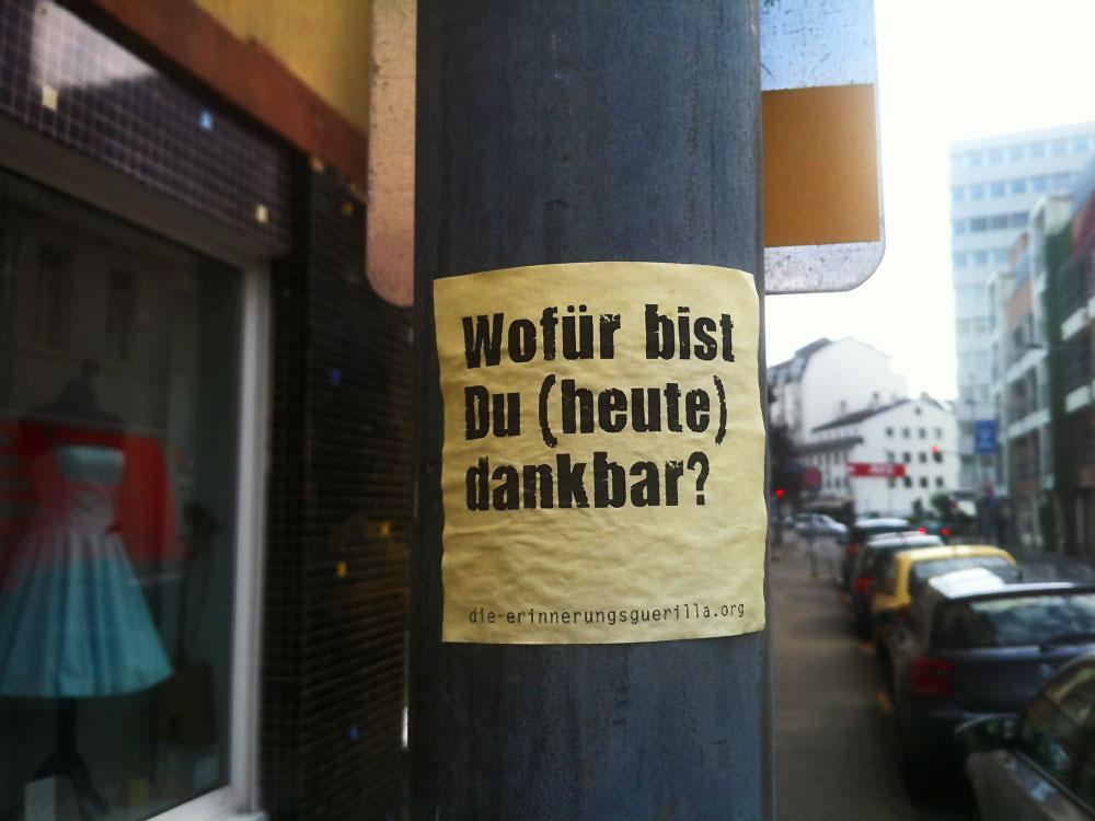 Streetart Frankfurt: Post-it von der Erinnerungsguerilla