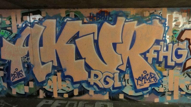 akur-graffiti-bei-der-hall-of-fame-an-der-hanauer-landstrasse-in-frankfurt