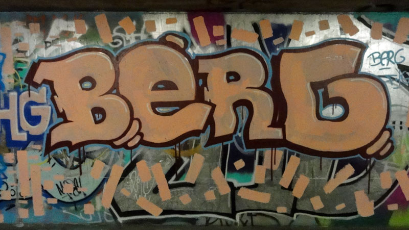 berg-graffiti-bei-der-hall-of-fame-an-der-hanauer-landstrasse-in-frankfurt