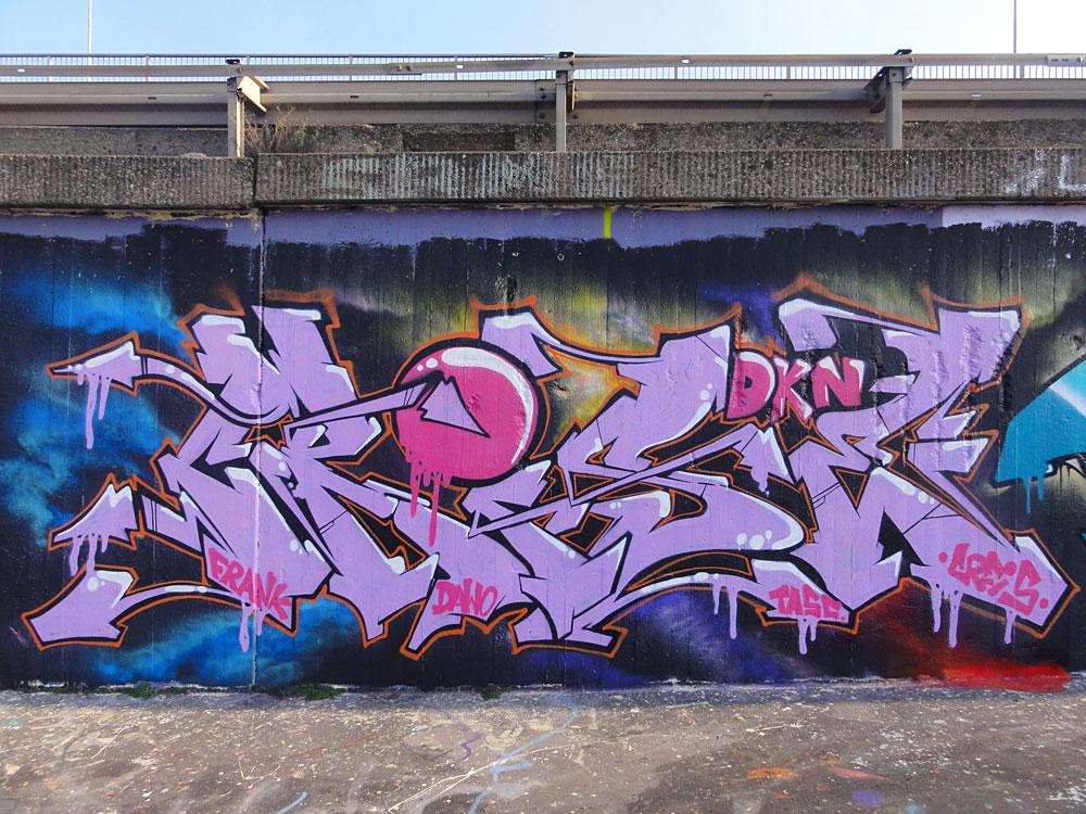 creis-graffiti-bei-der-hall-of-fame-an-der-hanauer-landstrasse-in-frankfurt