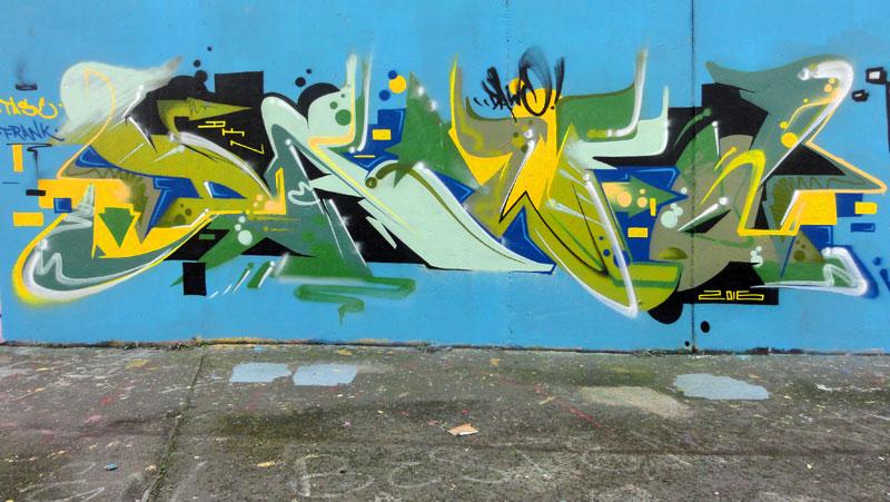 dewo-graffiti-bei-der-hall-of-fame-an-der-hanauer-landstrasse-in-frankfurt