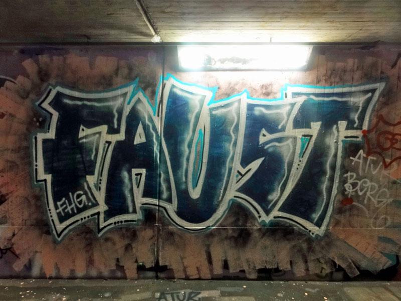 faust-graffiti-bei-der-hall-of-fame-an-der-hanauer-landstrasse-in-frankfurt