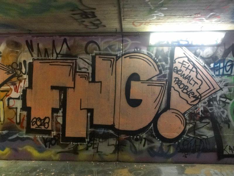 fhg-graffiti-bei-der-hall-of-fame-an-der-hanauer-landstrasse-in-frankfurt