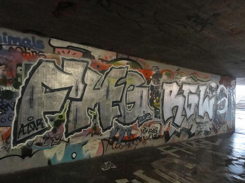 fhg-rgl--graffiti-bei-der-hall-of-fame-an-der-hanauer-landstrasse-in-frankfurt