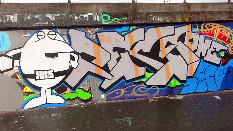 graffiti-bei-der-hall-of-fame-an-der-hanauer-landstrasse-in-frankfurt-14