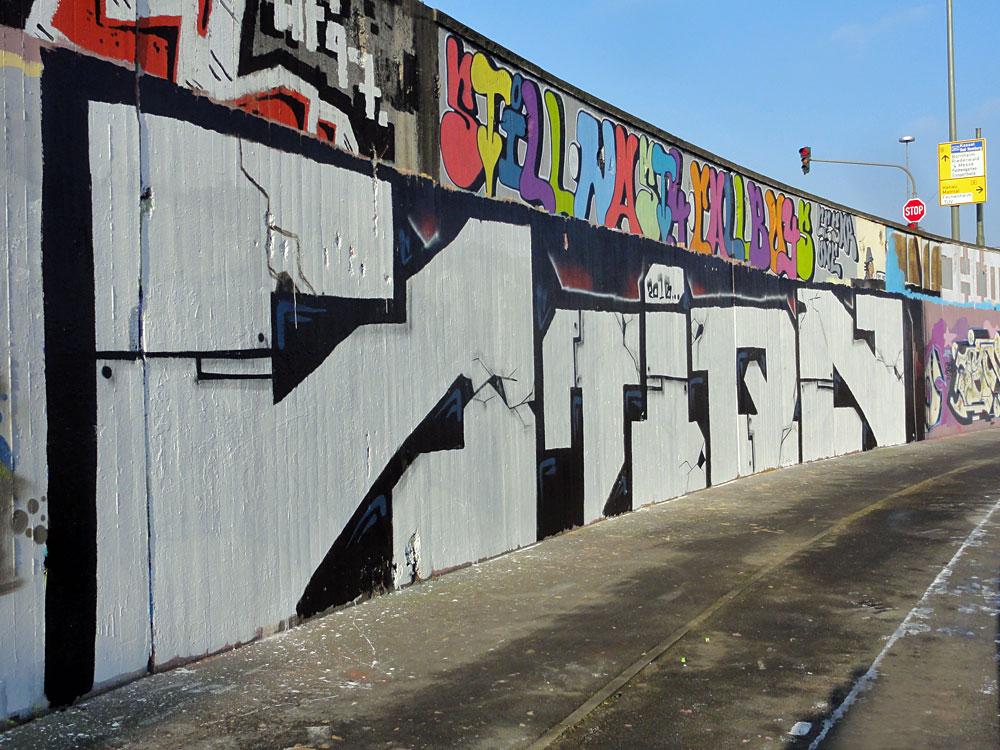 graffiti-bei-der-hall-of-fame-an-der-hanauer-landstrasse-in-frankfurt-19