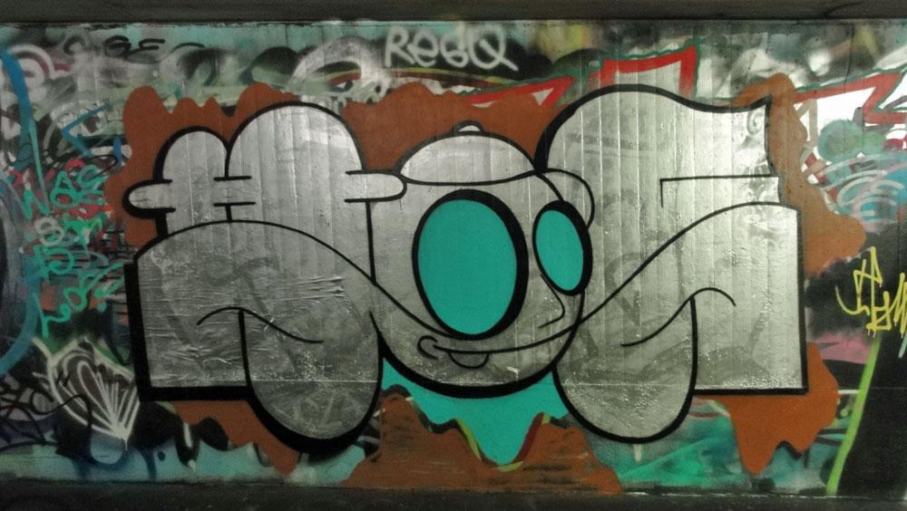 hoer-graffiti-bei-der-hall-of-fame-an-der-hanauer-landstrasse-in-frankfurt-1