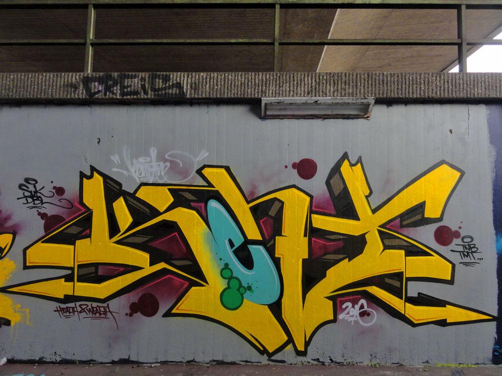 kent--graffiti-bei-der-hall-of-fame-an-der-hanauer-landstrasse-in-frankfurt