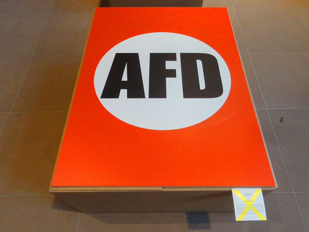 AfD-Plakat als klassischen Hakenkreuzmotiv der Nazis