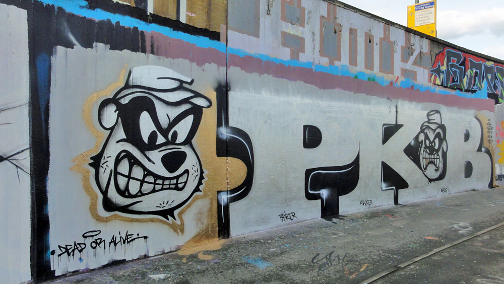 pkb-graffiti-bei-der-hall-of-fame-an-der-hanauer-landstrasse-in-frankfurt-1