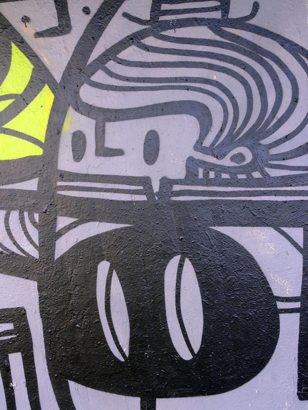 pyc-detail-graffiti-bei-der-hall-of-fame-an-der-hanauer-landstrasse-in-frankfurt